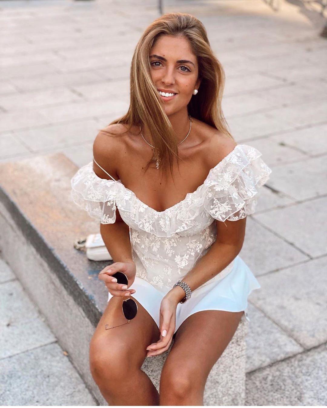 blouse brodée de Zara sur zara.outfits