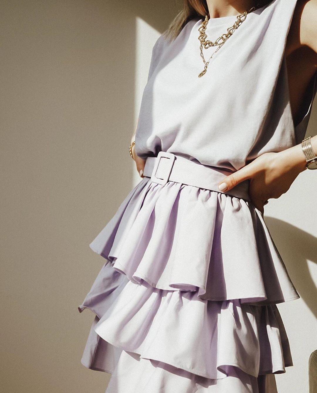 mini jupe avec volants et ceinture de Zara sur zara.outfits