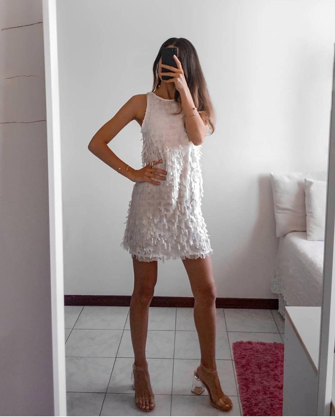 robe à franges avec effet brillant de Zara sur zara.outfits