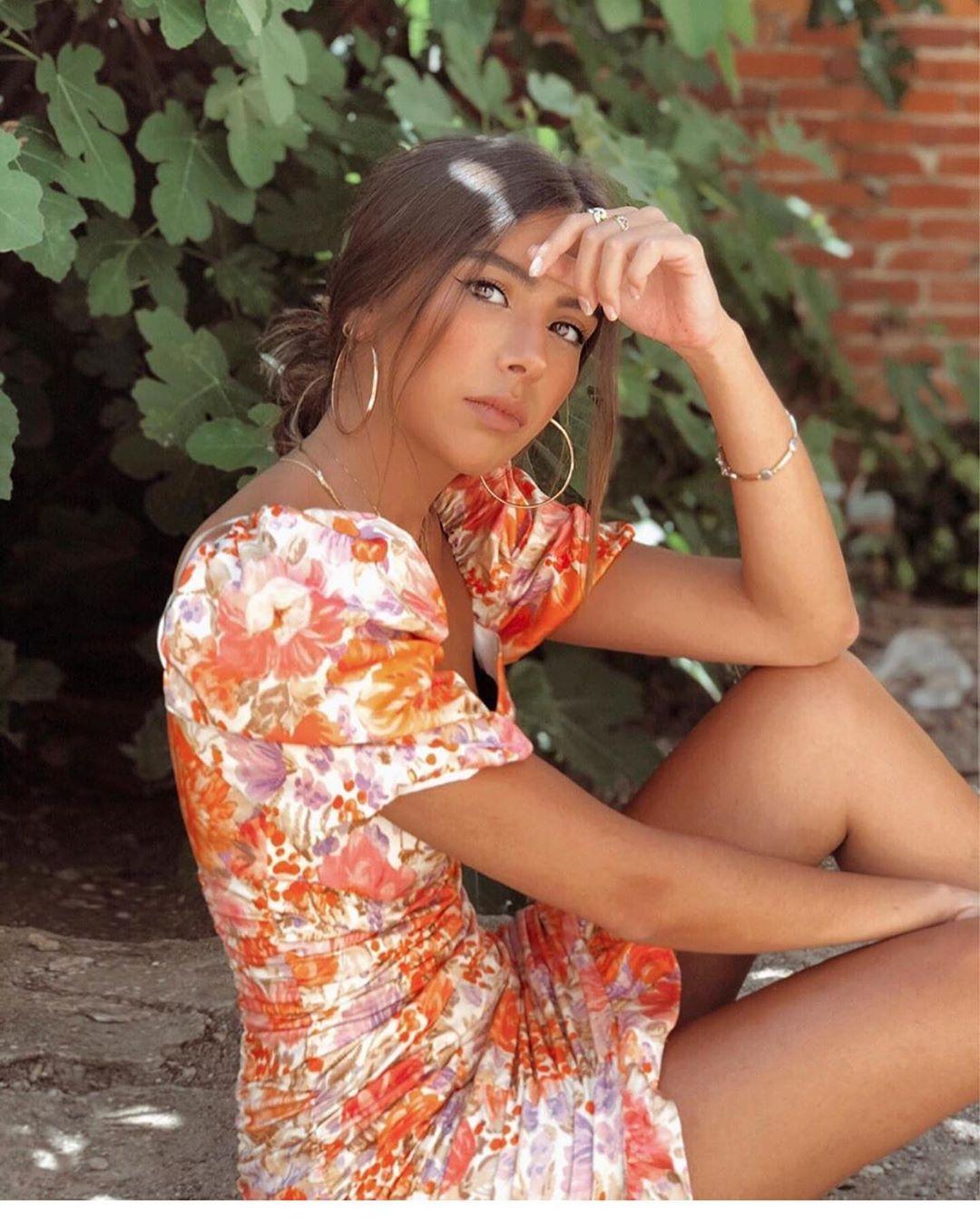 mini jupe à imprimé fleuri de Zara sur zara.outfits