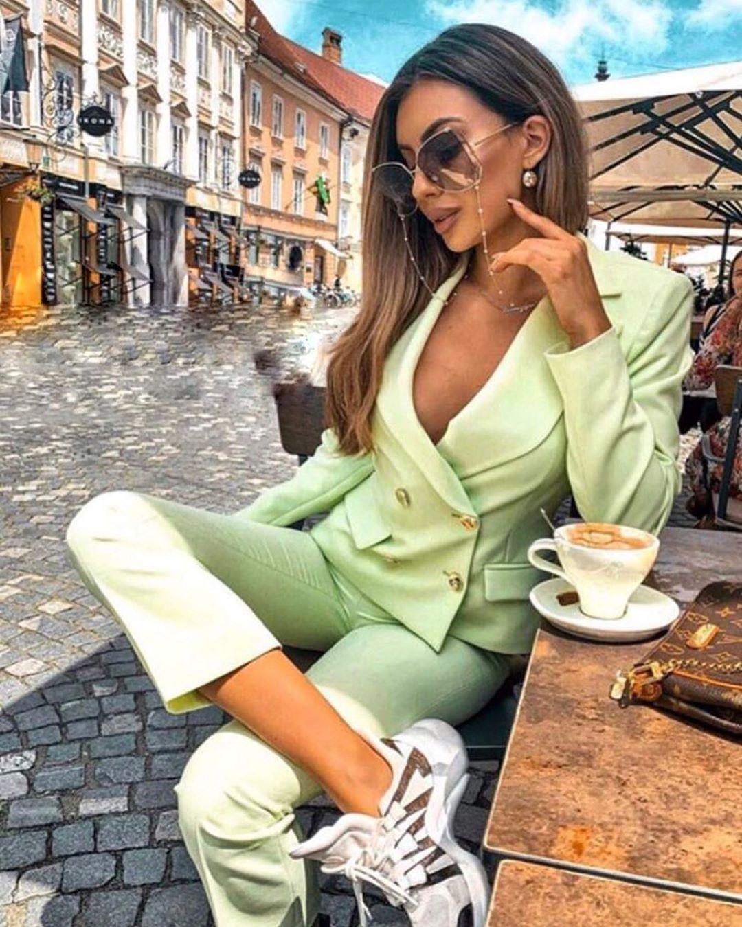 crossover breasted short jacket de Zara sur look_by_zara_hm
