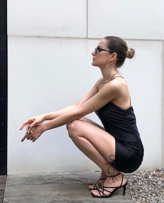 semi-long asymmetric dress de Zara sur zaraaddiction