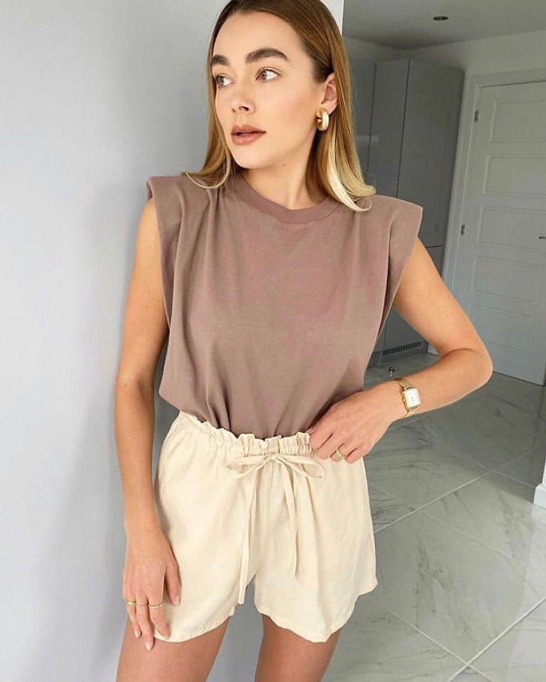 t-shirt with shoulder pads de Zara sur look_by_zara_hm