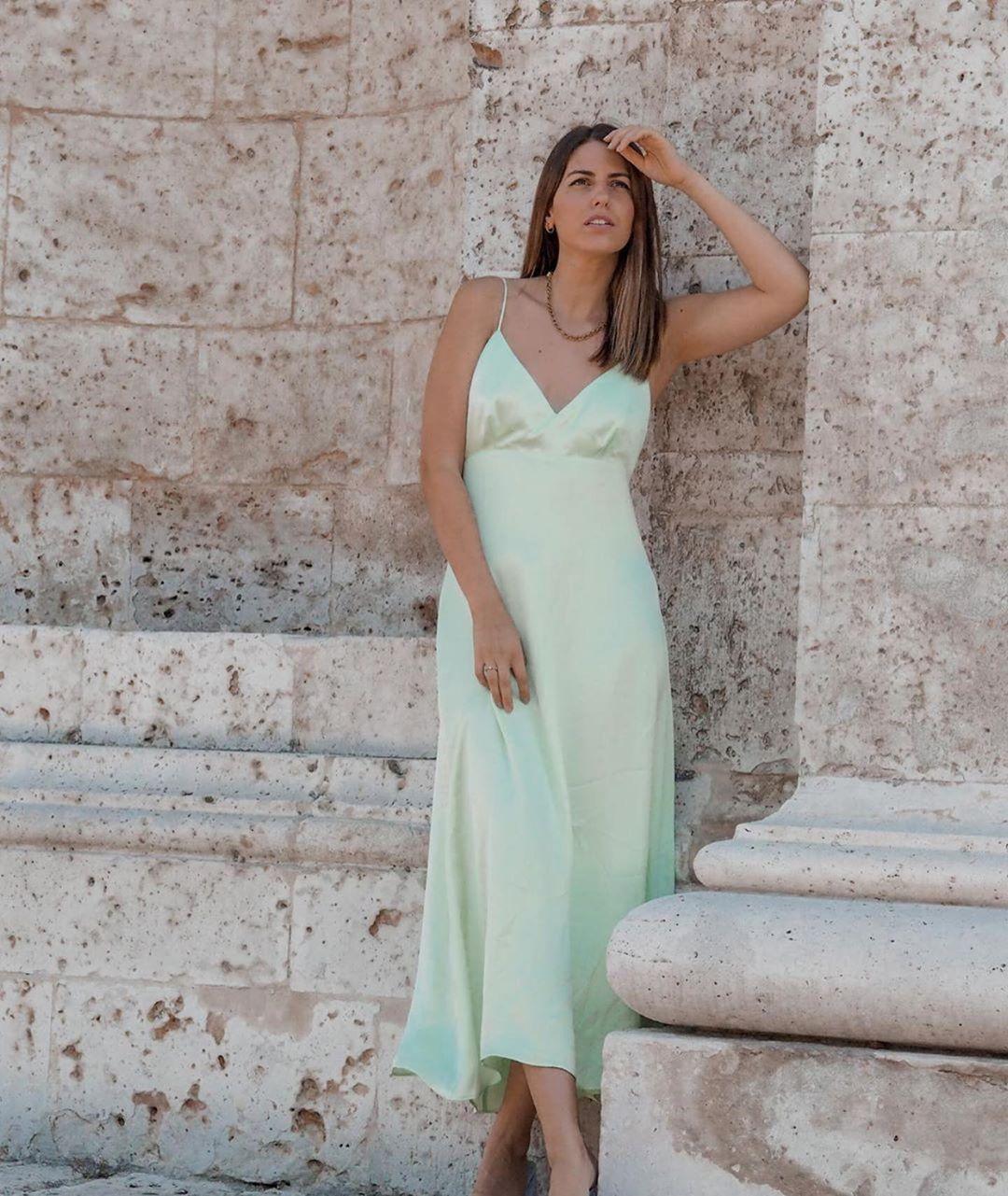 robe satinée et ajourée de Zara sur zara.outfits