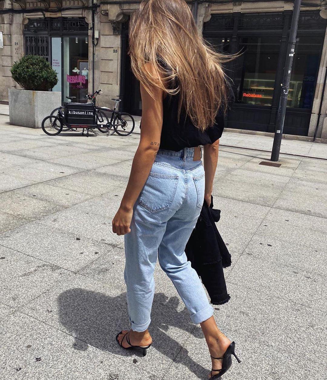 t-shirt with shoulder pads de Zara sur zaraaddiction