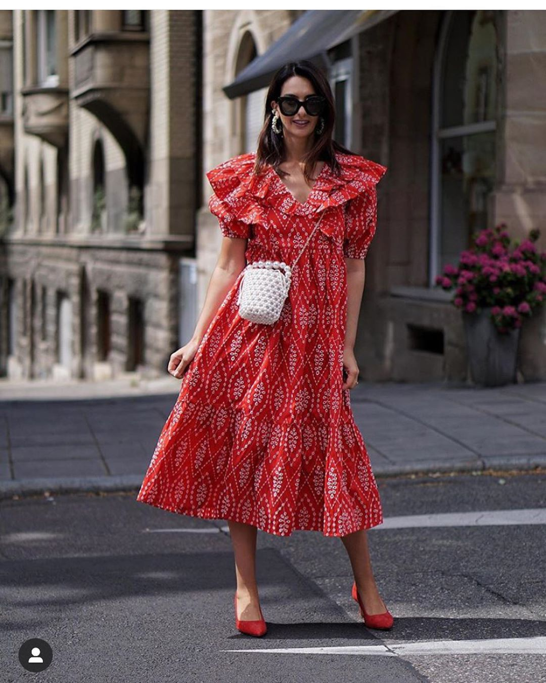 embroidered dress with perforations de Zara sur look_by_zara_hm
