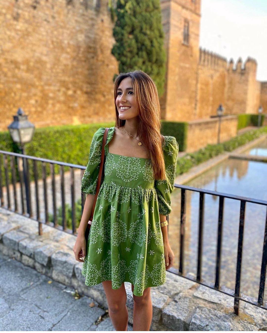 robe brodée à perforations de Zara sur zara.outfits