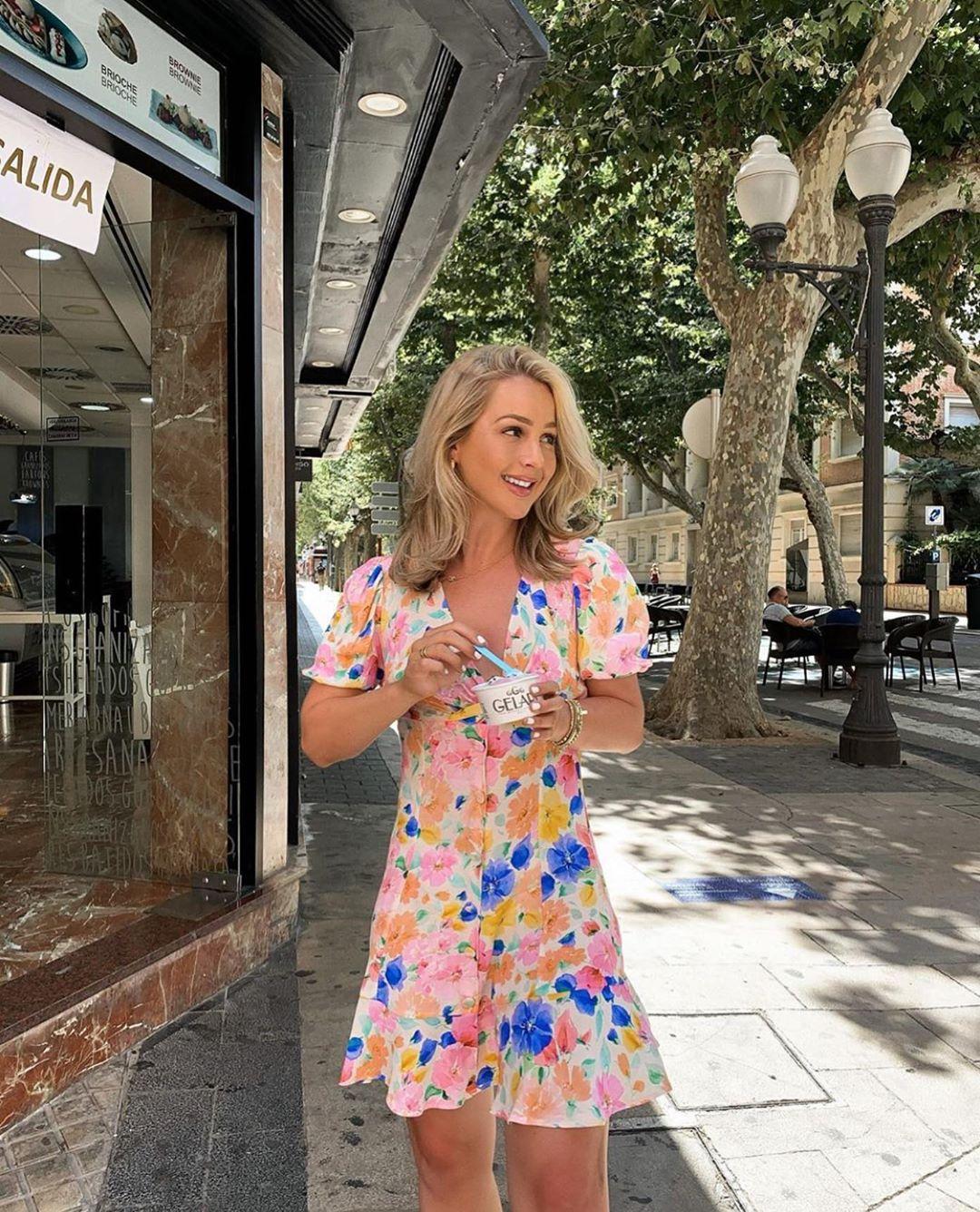 printed short dress de Zara sur zarastreetstyle