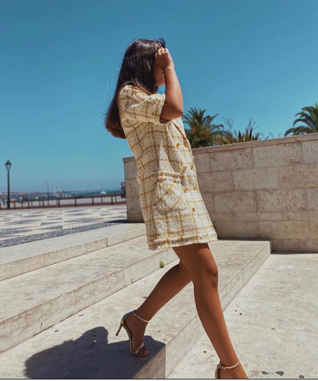 robe en tweed à boutons de Zara sur zara.outfits