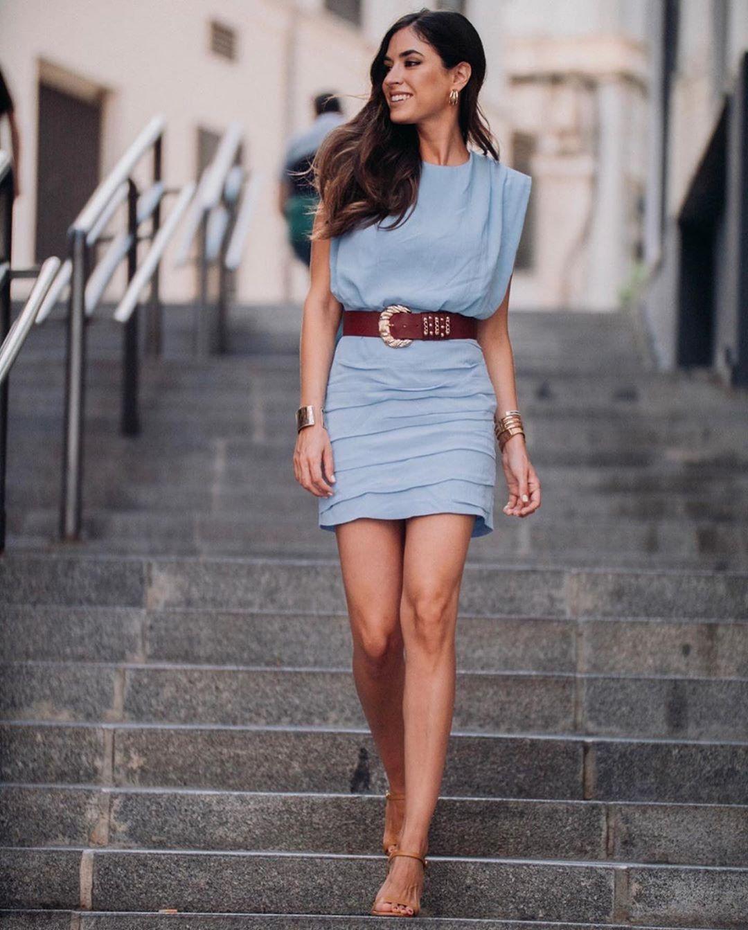 robe avec épaulettes et drapé de Zara sur zara.outfits