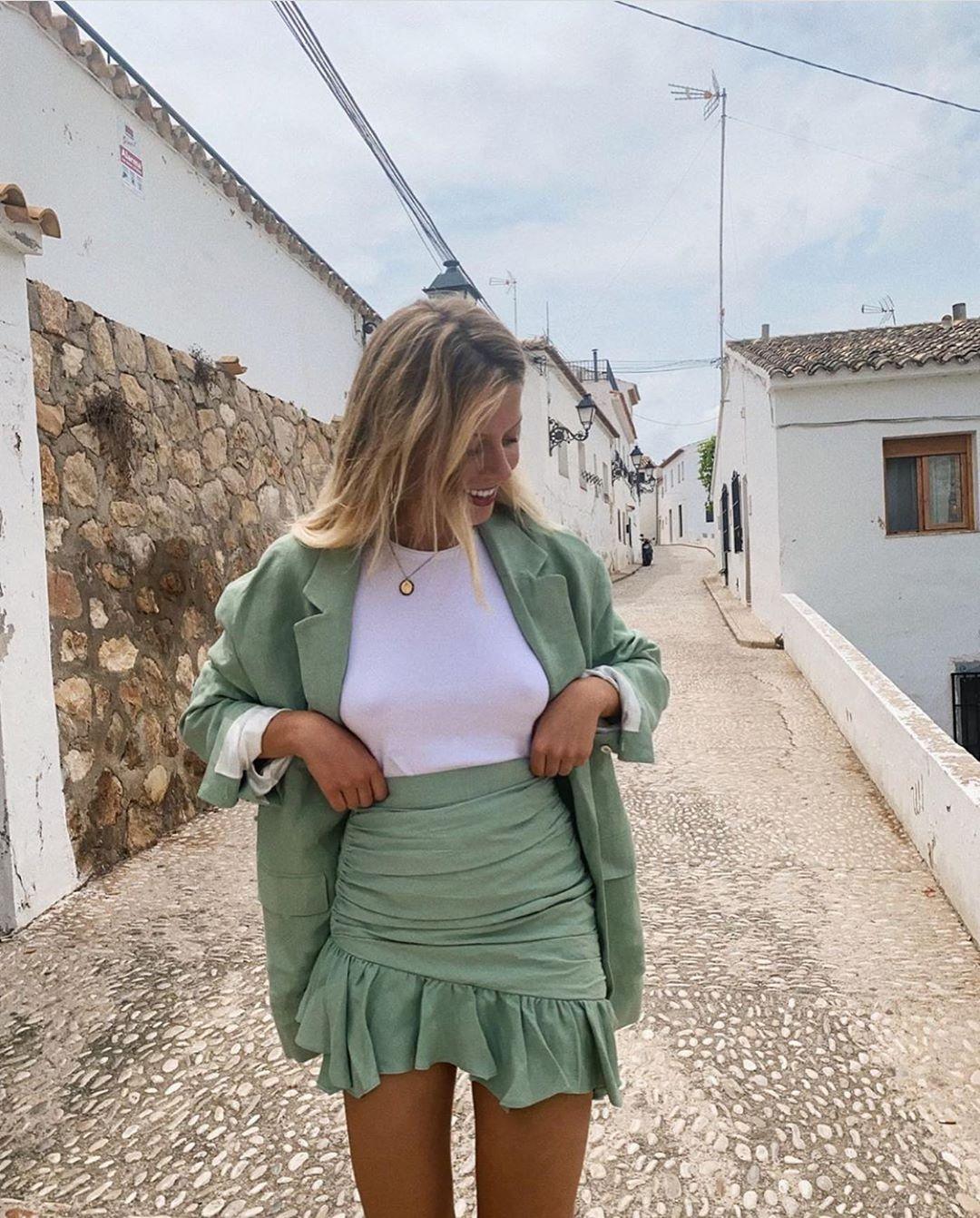 draped mini skirt de Zara sur zarastreetstyle