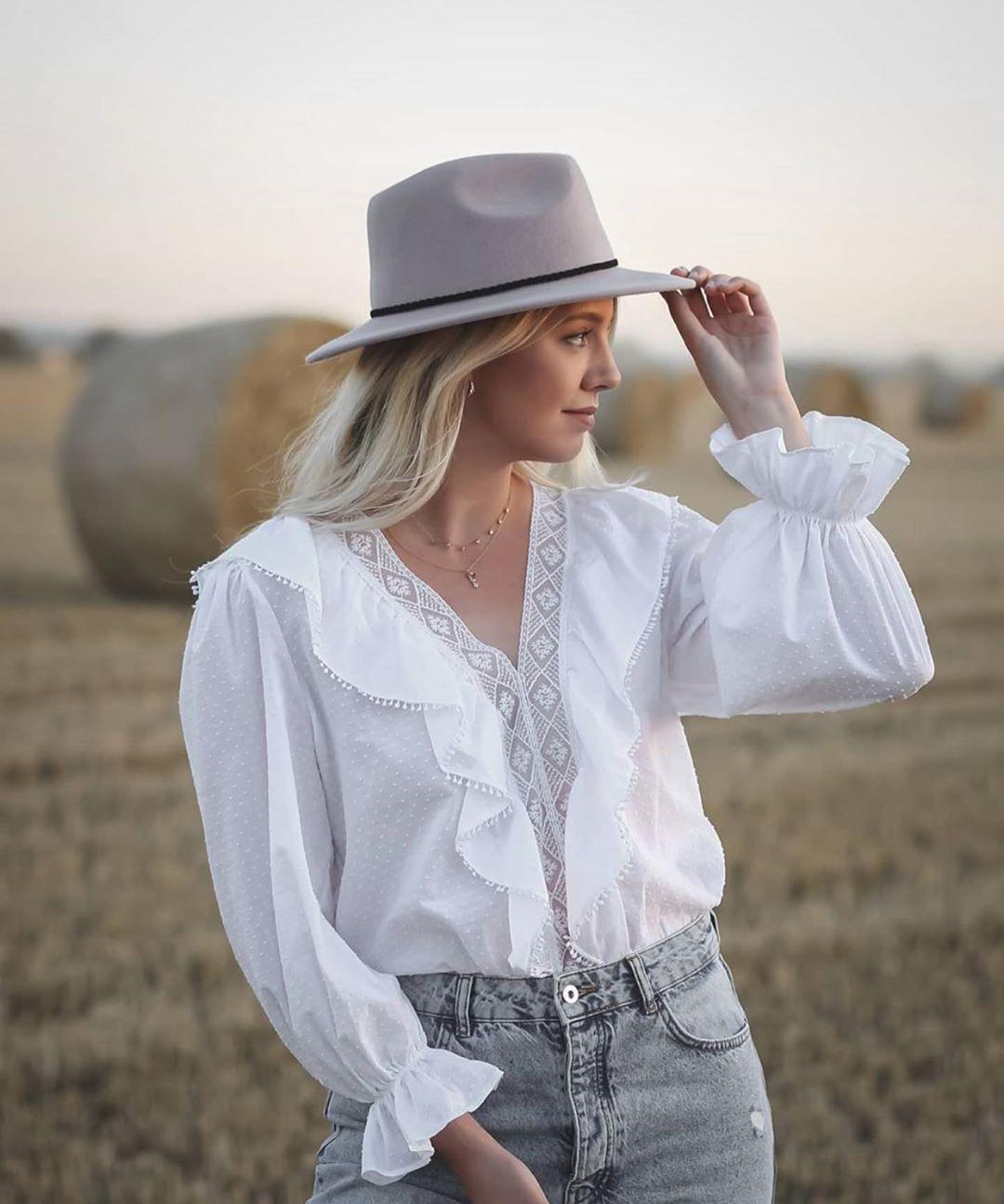 blouse en plumetis à volants de Zara sur zara.outfits