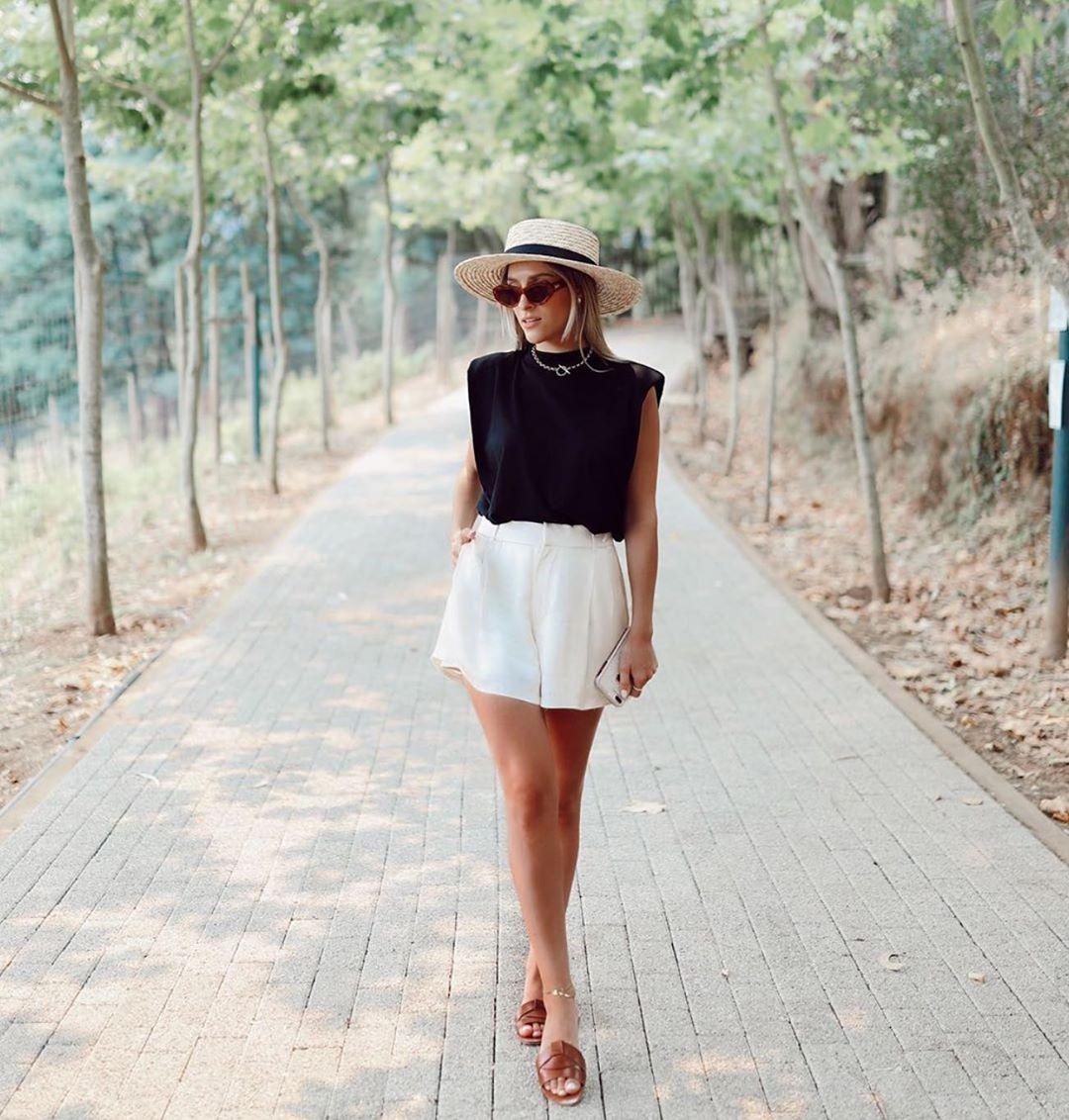 chaussures style claquettes en cuir à brides entrecroisées de Zara sur zara.outfits