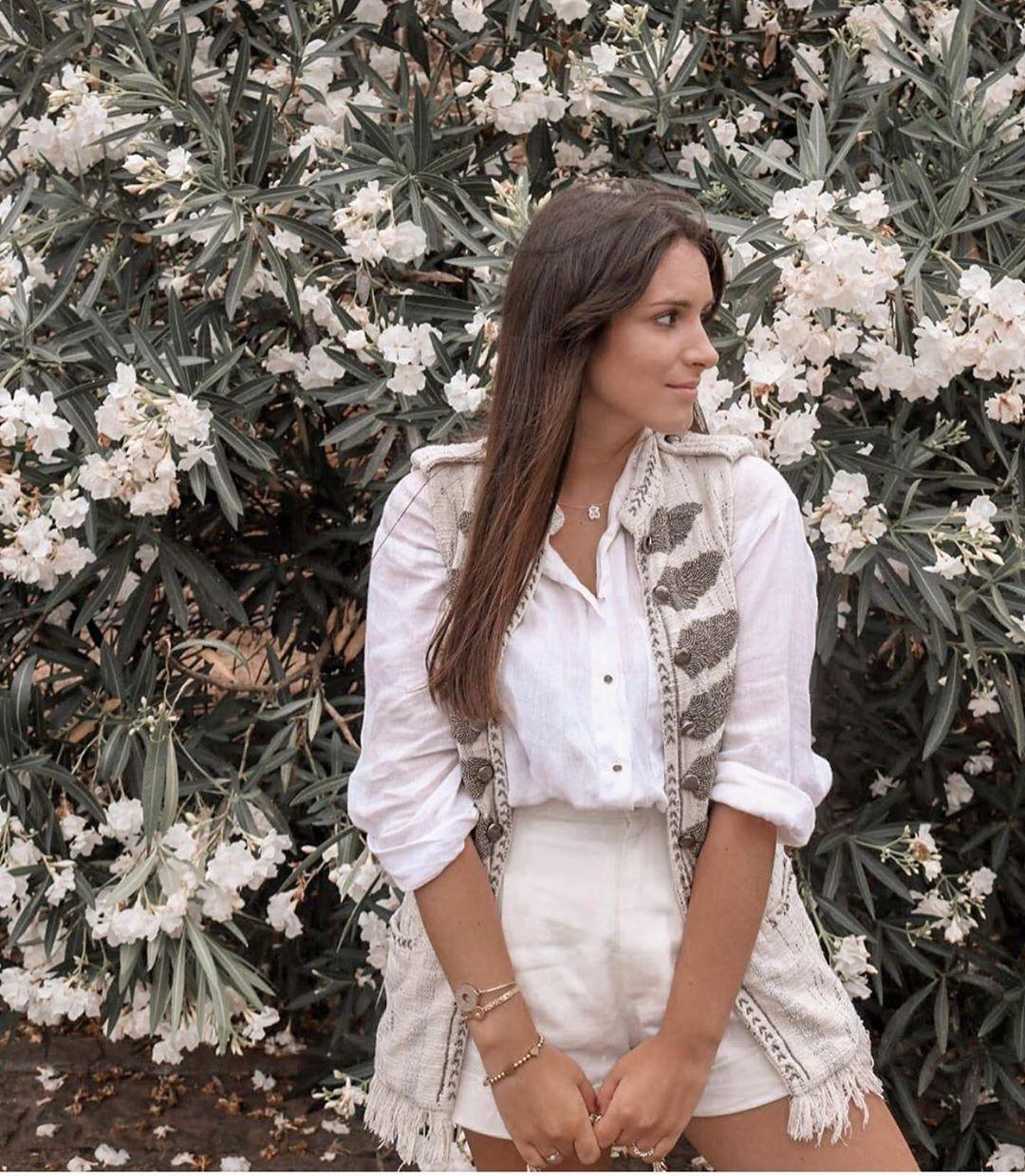 gilet sans manches avec détails dorés limited edition de Zara sur zara.outfits