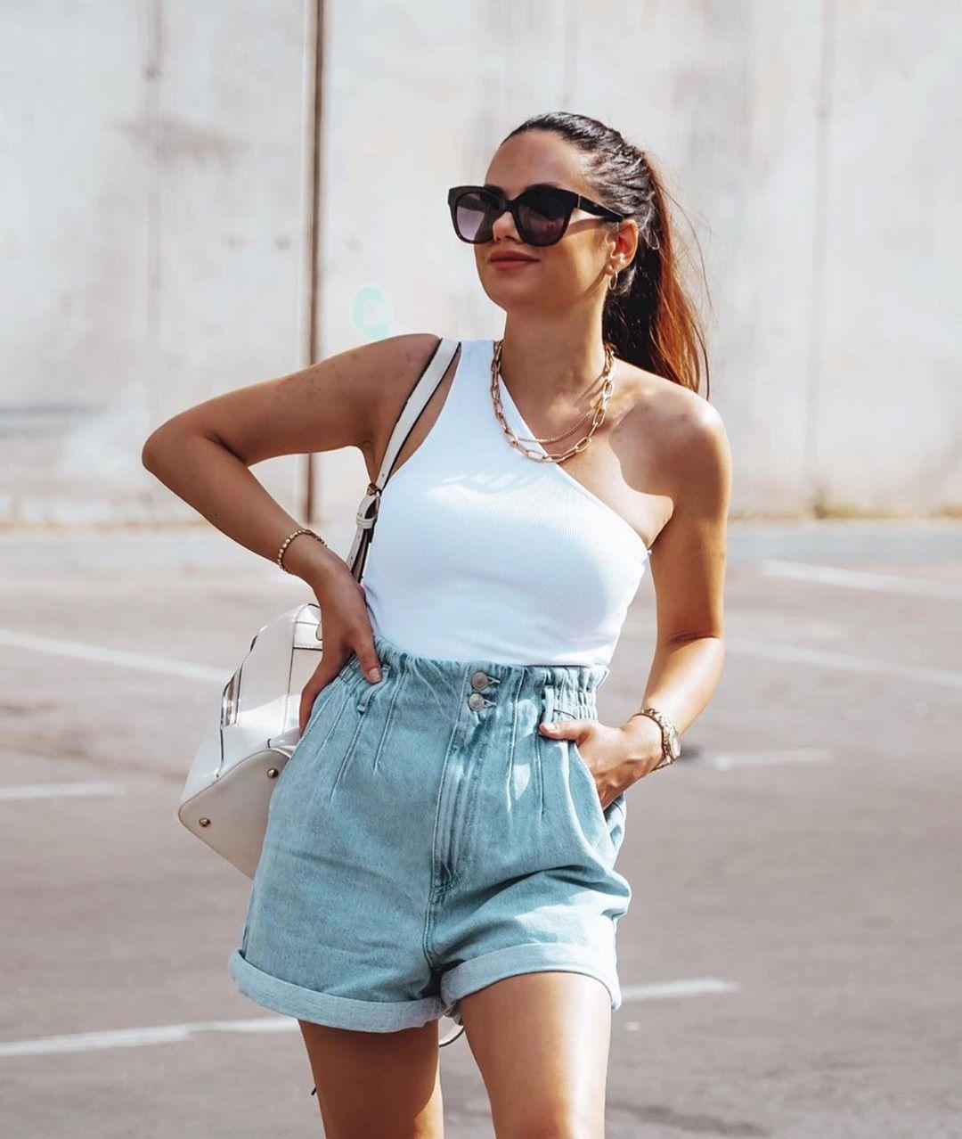 short en jean baggy avec ceinture de Zara sur zara.outfits