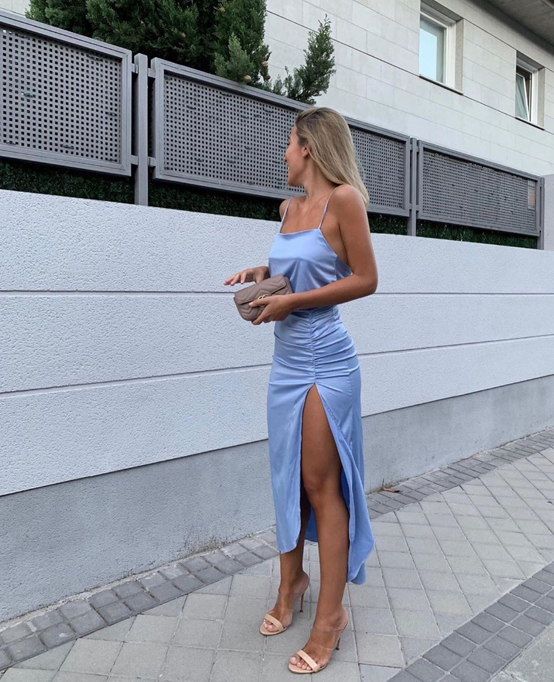 robe satinée et drapée de Zara sur zara.outfits