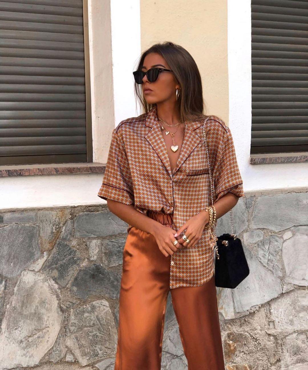 slit pajama style pants de Zara sur zarastreetstyle