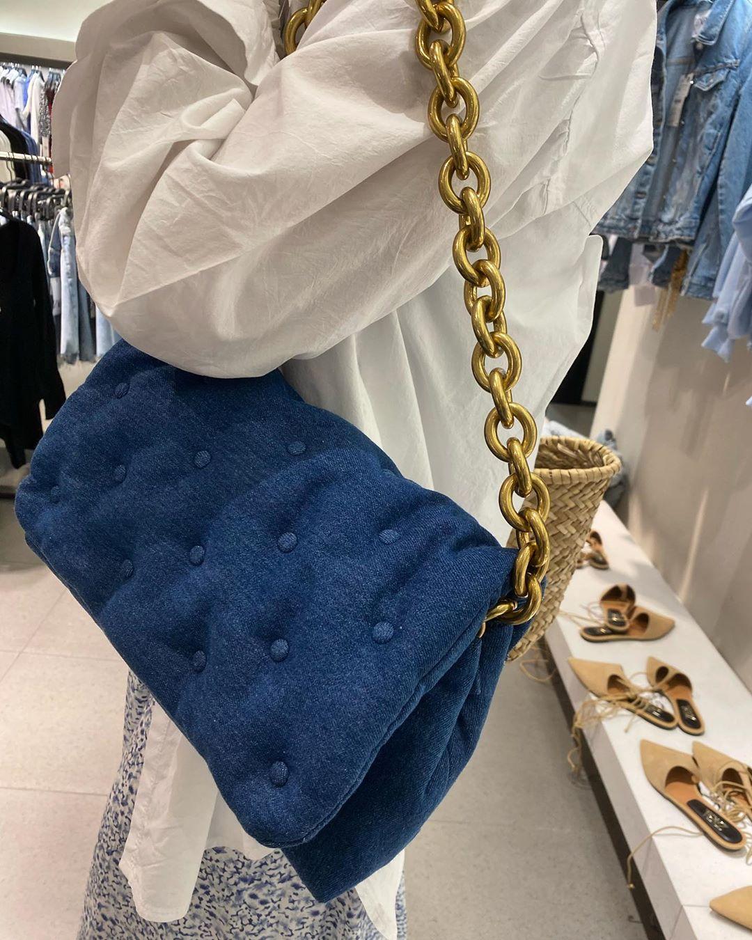 maxi padded denim crossbody bag de Zara sur zarastreetstyle