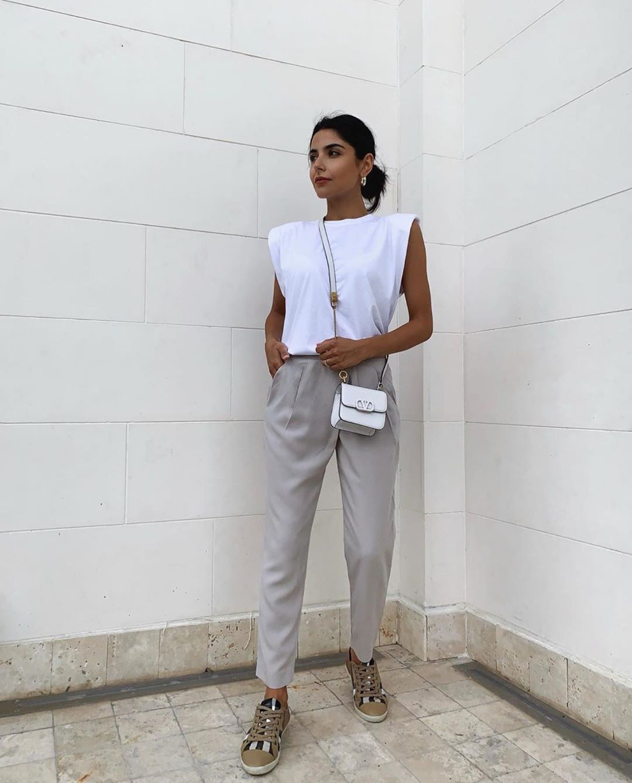 t-shirt avec épaulettes de Zara sur zara.outfits