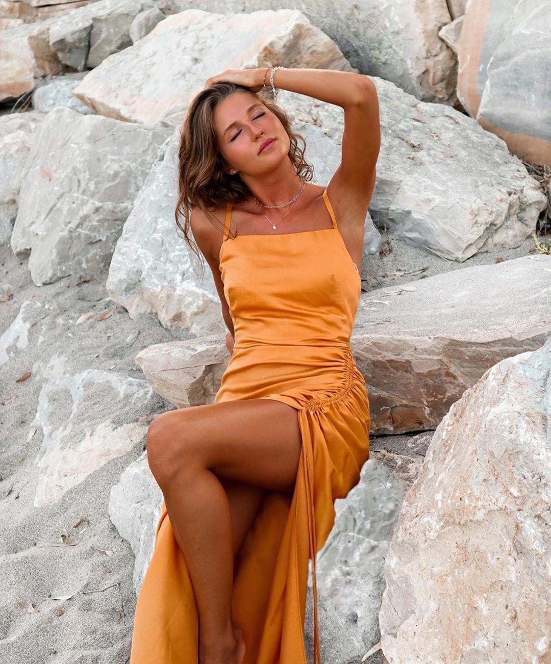 robe drapée de Zara sur zara.outfits