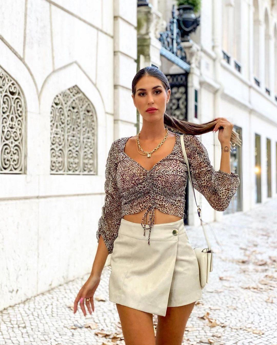 jupe-short en cuir synthétique de Zara sur zara.outfits