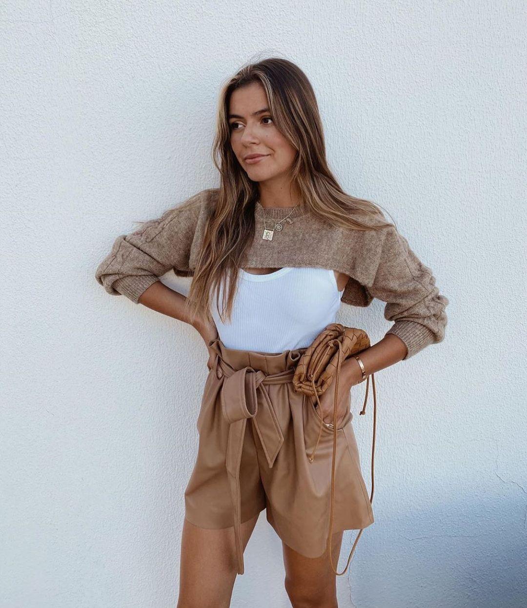 faux leather pleated waist shorts de Zara sur zarastreetstyle