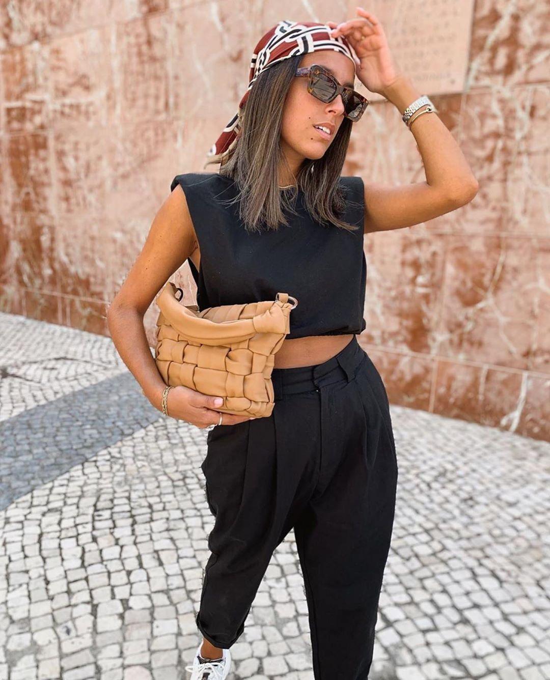 top court à épaulettes de Zara sur zara.outfits