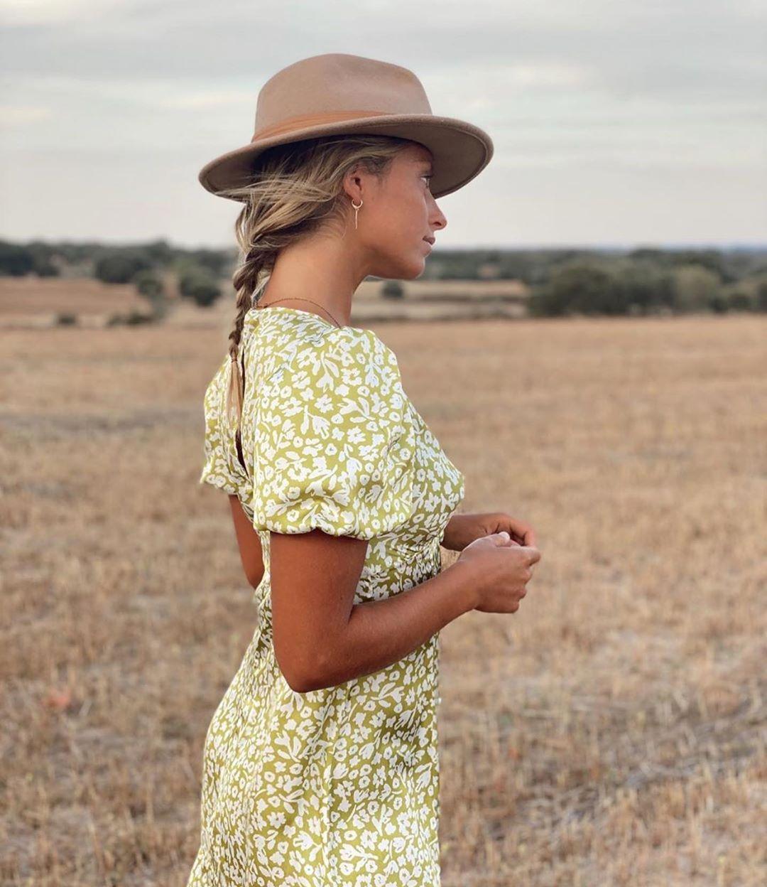 robe mi-longue à imprimé floral de Zara sur zara.outfits