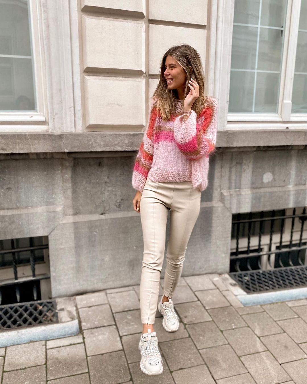 synthetic leather leggings de Zara sur nooomsworld