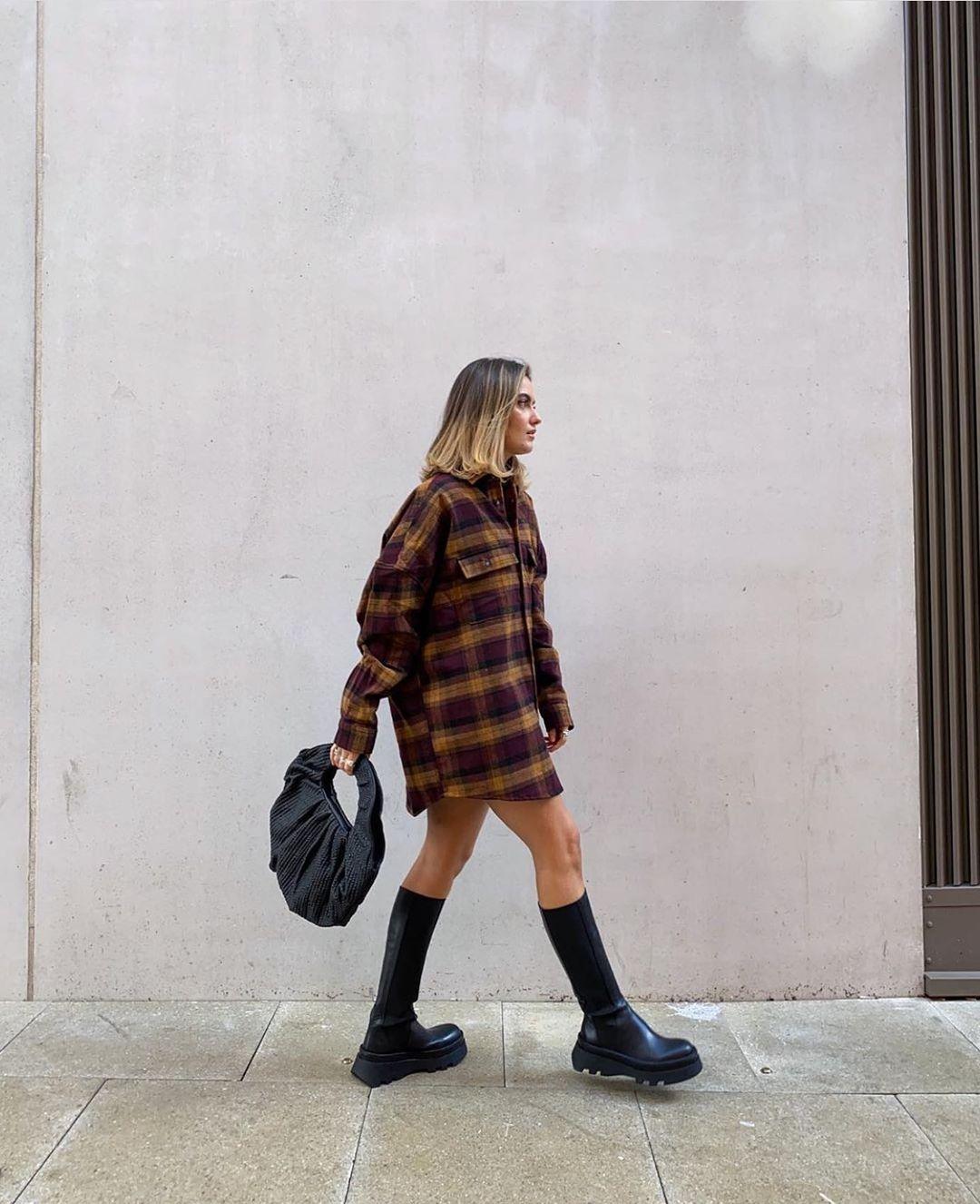 leather flat boots with track soles de Zara sur zarastreetstyle
