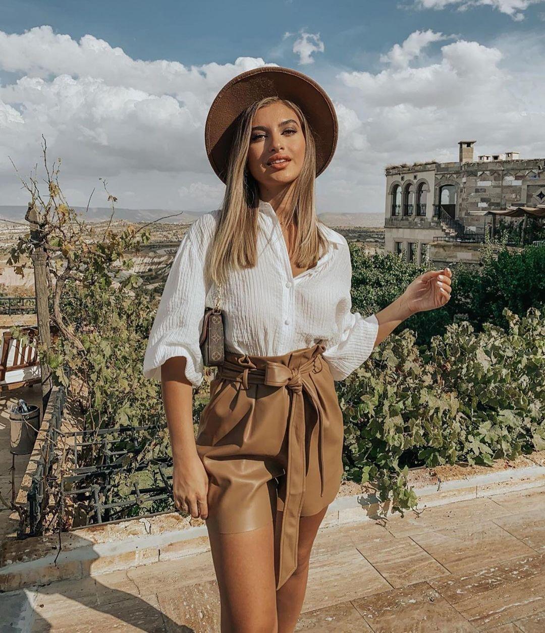 short avec taille plissée en cuir synthétique de Zara sur zara.outfits