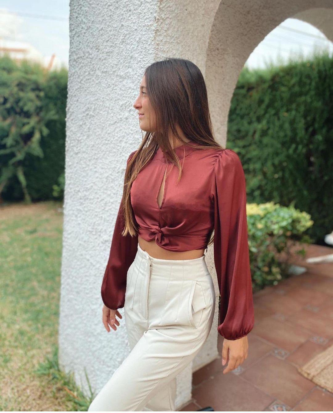 blouse courte en satin de Zara sur zara.outfits