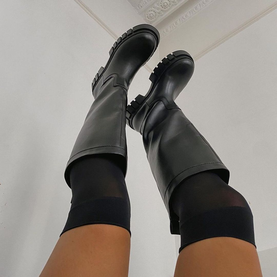 high and flat boots with track soles de Zara sur zara.style.daily