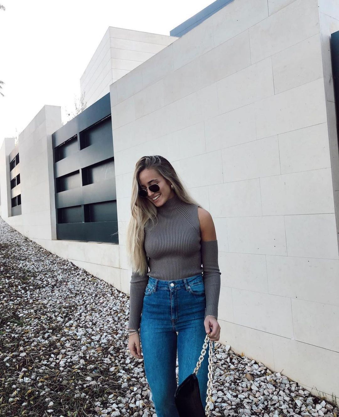 pull à épaules découvertes de Zara sur zara.outfits
