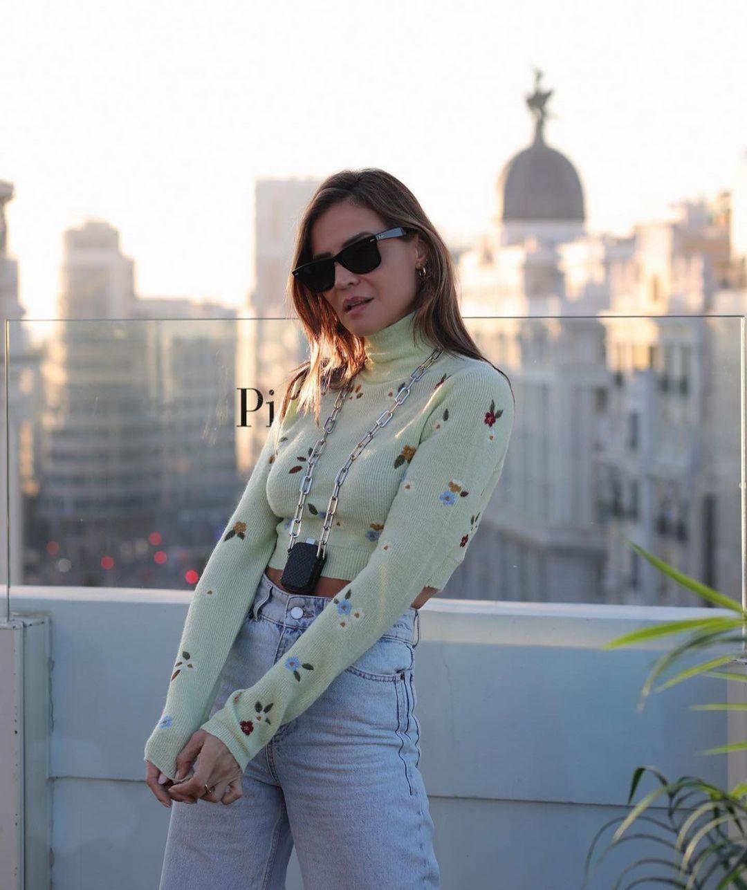 pull en maille à fleurs brodées de Zara sur zara.outfits