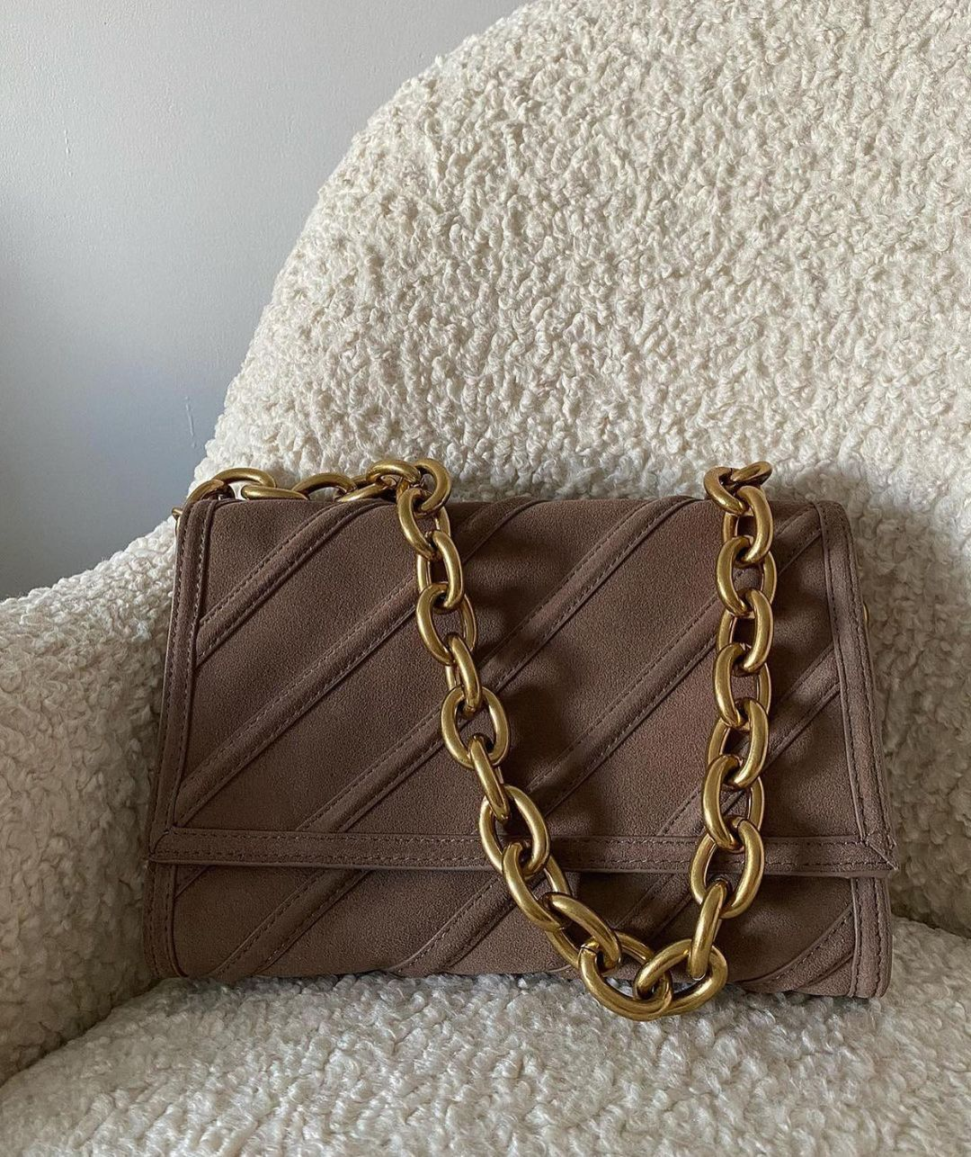 leather crust shoulder bag with chain de Zara sur zaraaddiction