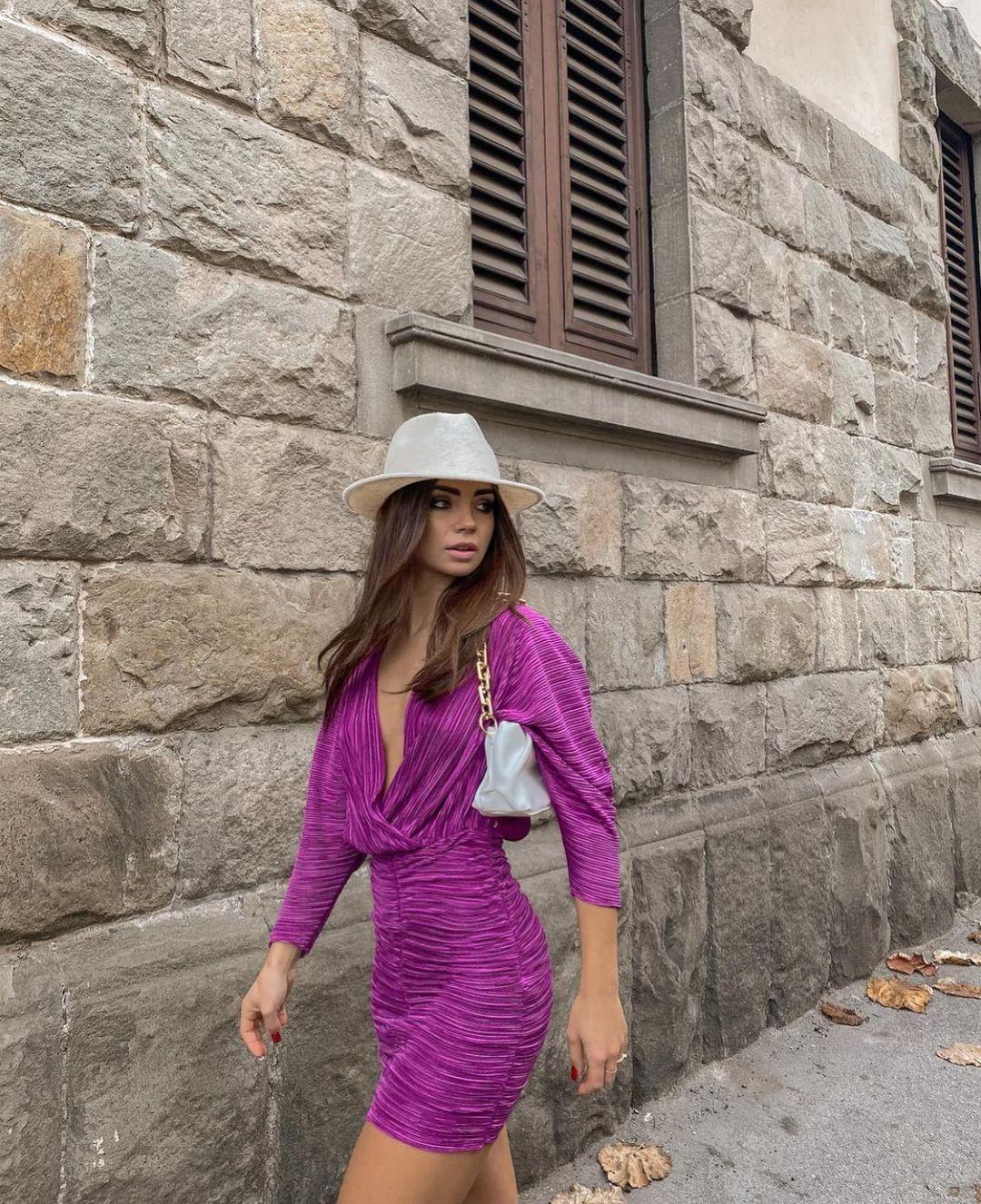 short draped dress de Zara sur zarastreetstyle