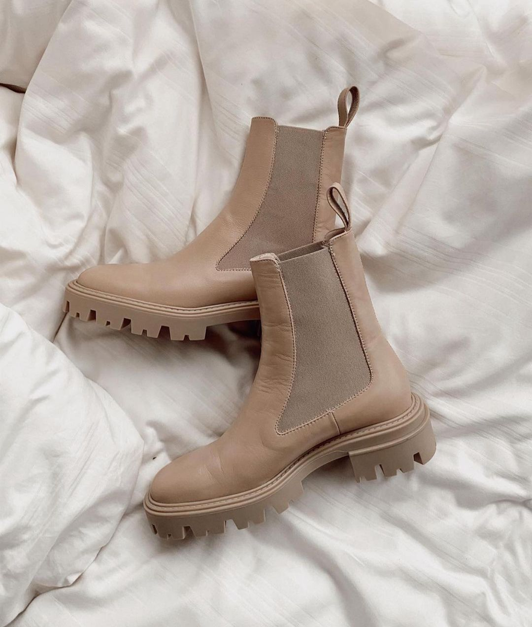 elastic leather flat ankle boots de Zara sur zaraaddiction