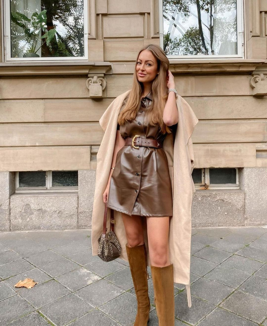 robe mi-longue en cuir synthétique de Zara sur zara.outfits
