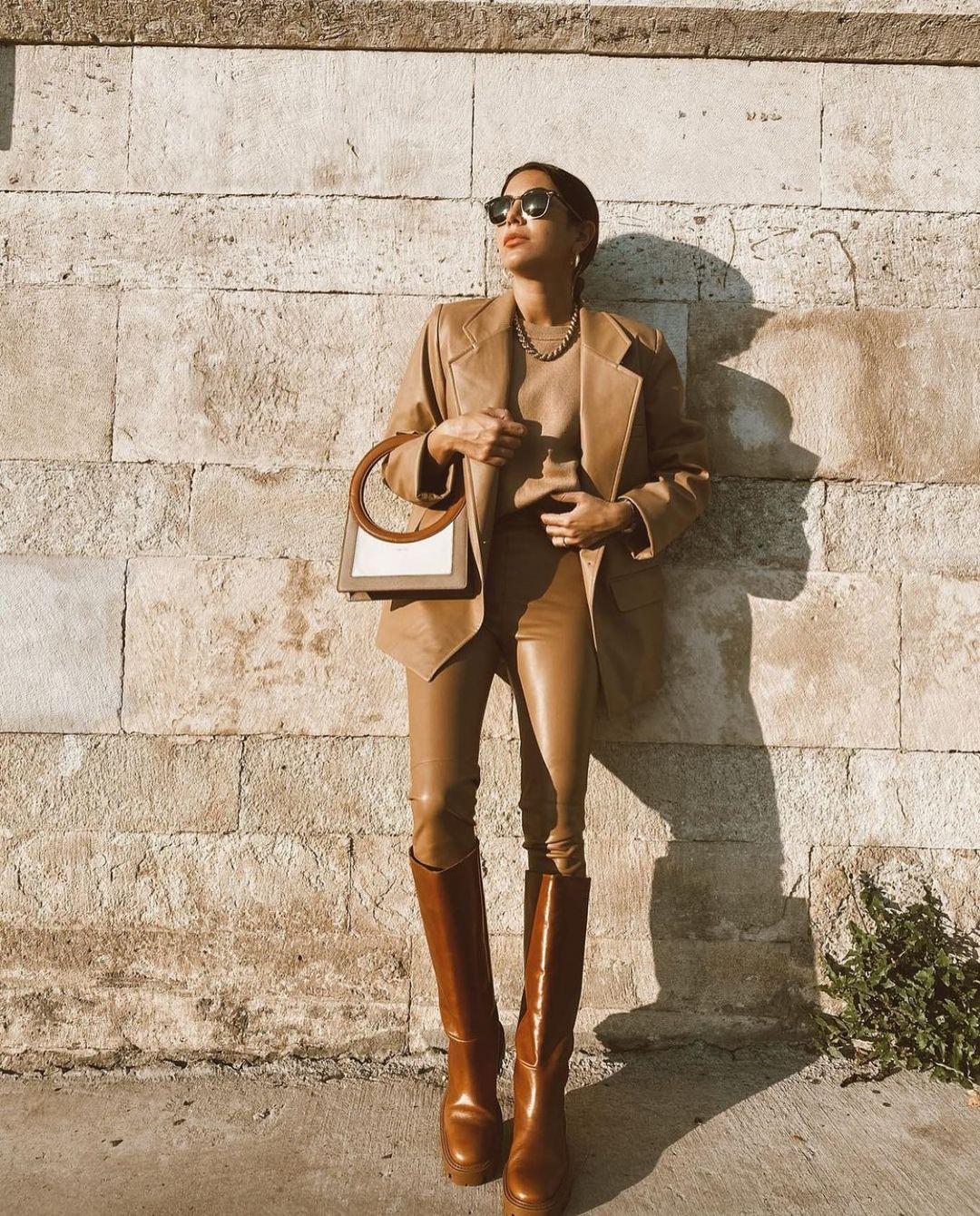 leather flat boots de Zara sur zarastreetstyle