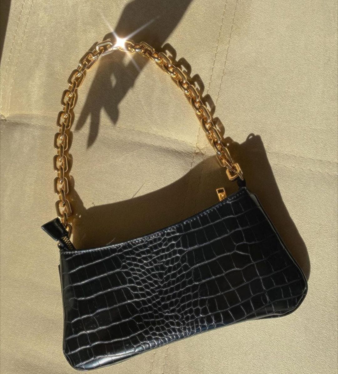 animal print shoulder bag with chains de Zara sur zaraaddiction