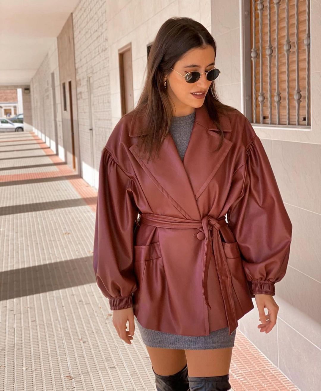 veste en cuir synthétique avec ceinture de Zara sur zara.outfits