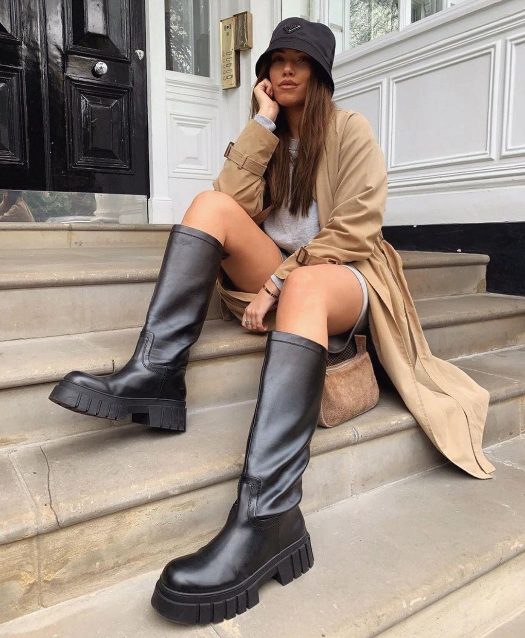 bottes hautes et plates à semelles track de Zara sur zara.outfits