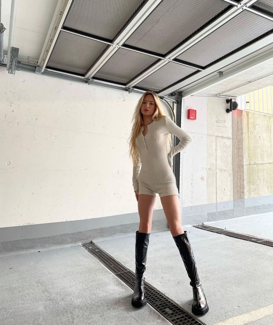 ribbed jumpsuit de Zara sur zarastreetstyle
