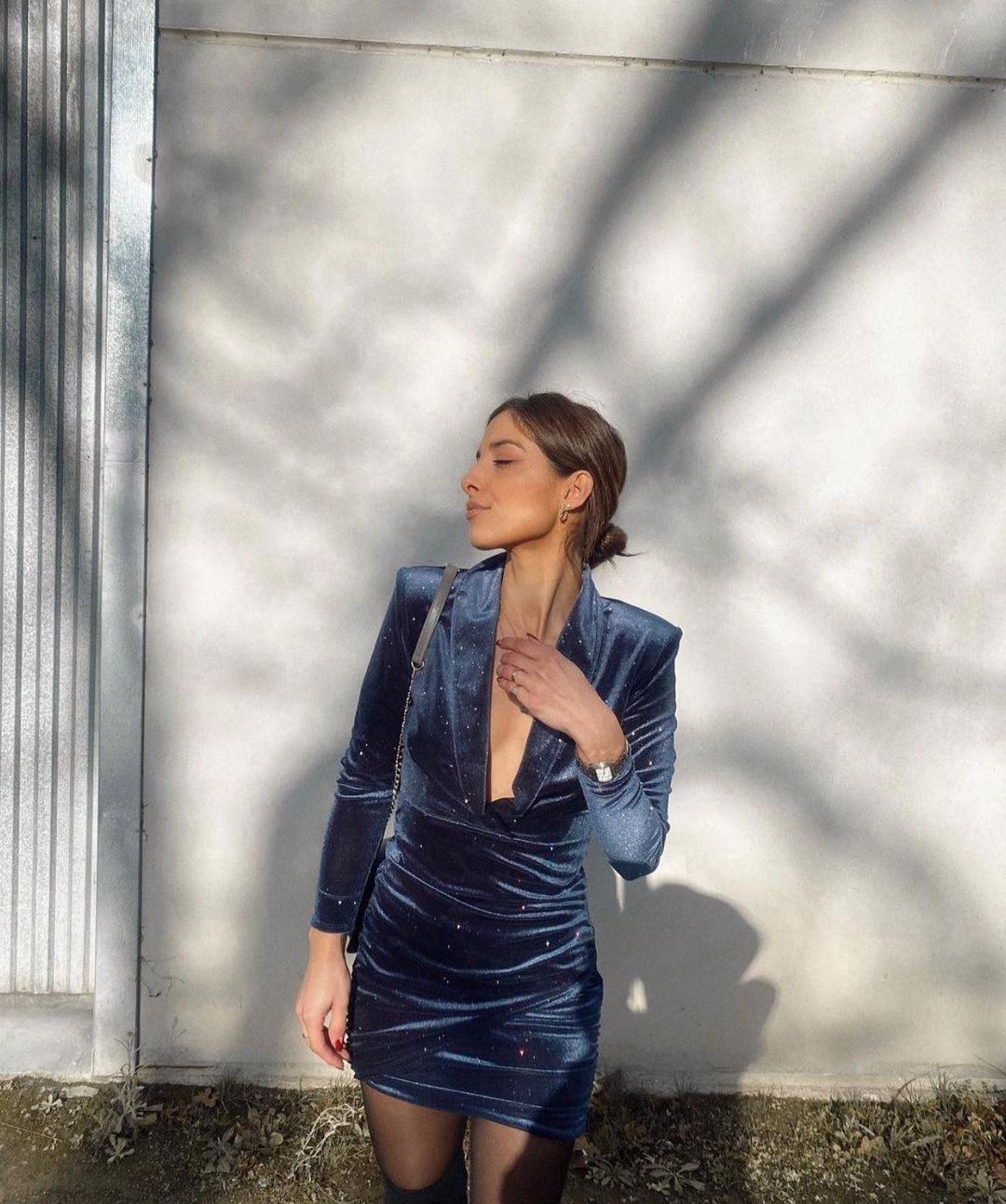 robe en velours à brillants de Zara sur zara.outfits