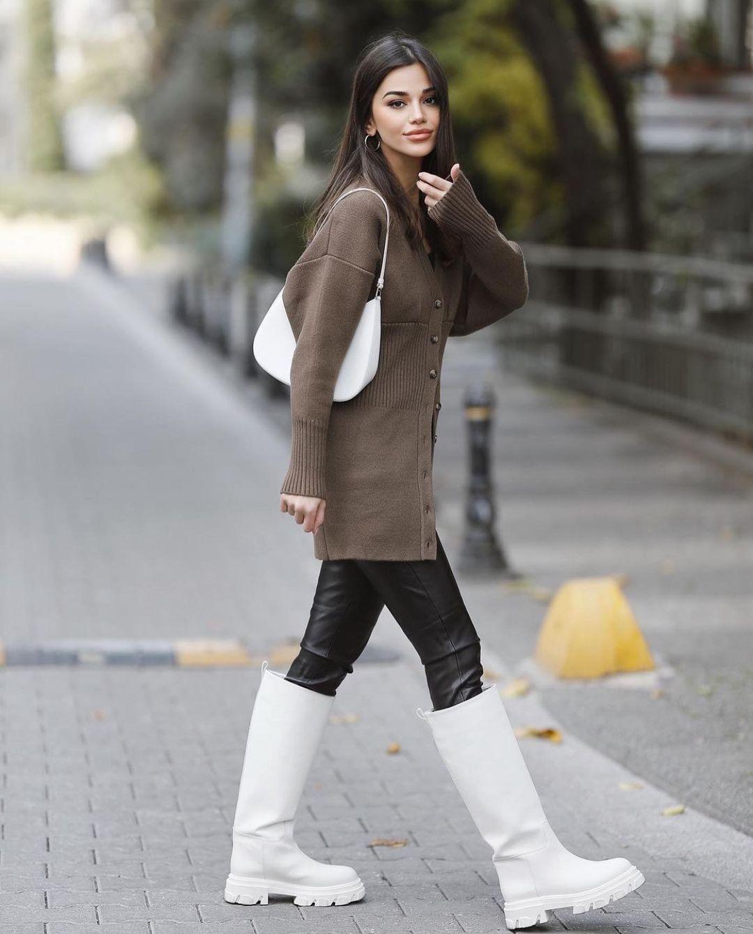 rain boots with transparent sole de Zara sur zarastreetstyle