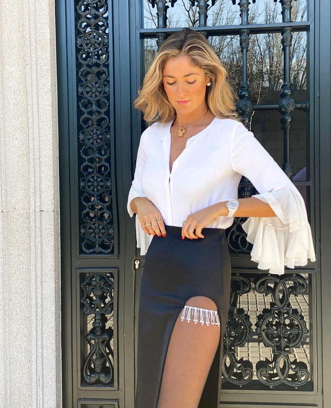 jupe satinée avec bijoux de Zara sur zara.outfits