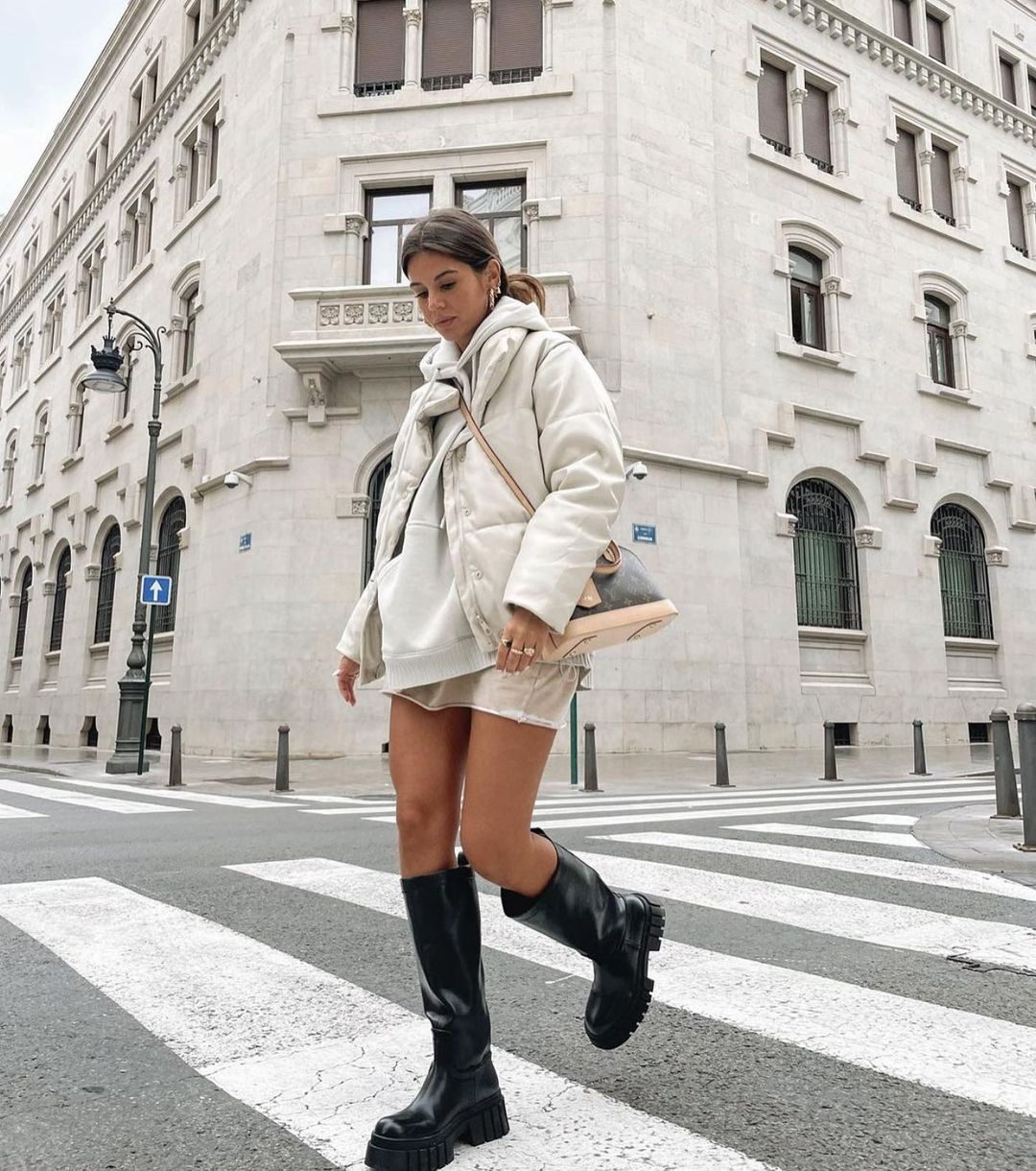 high and flat boots with track soles de Zara sur zaraaddiction