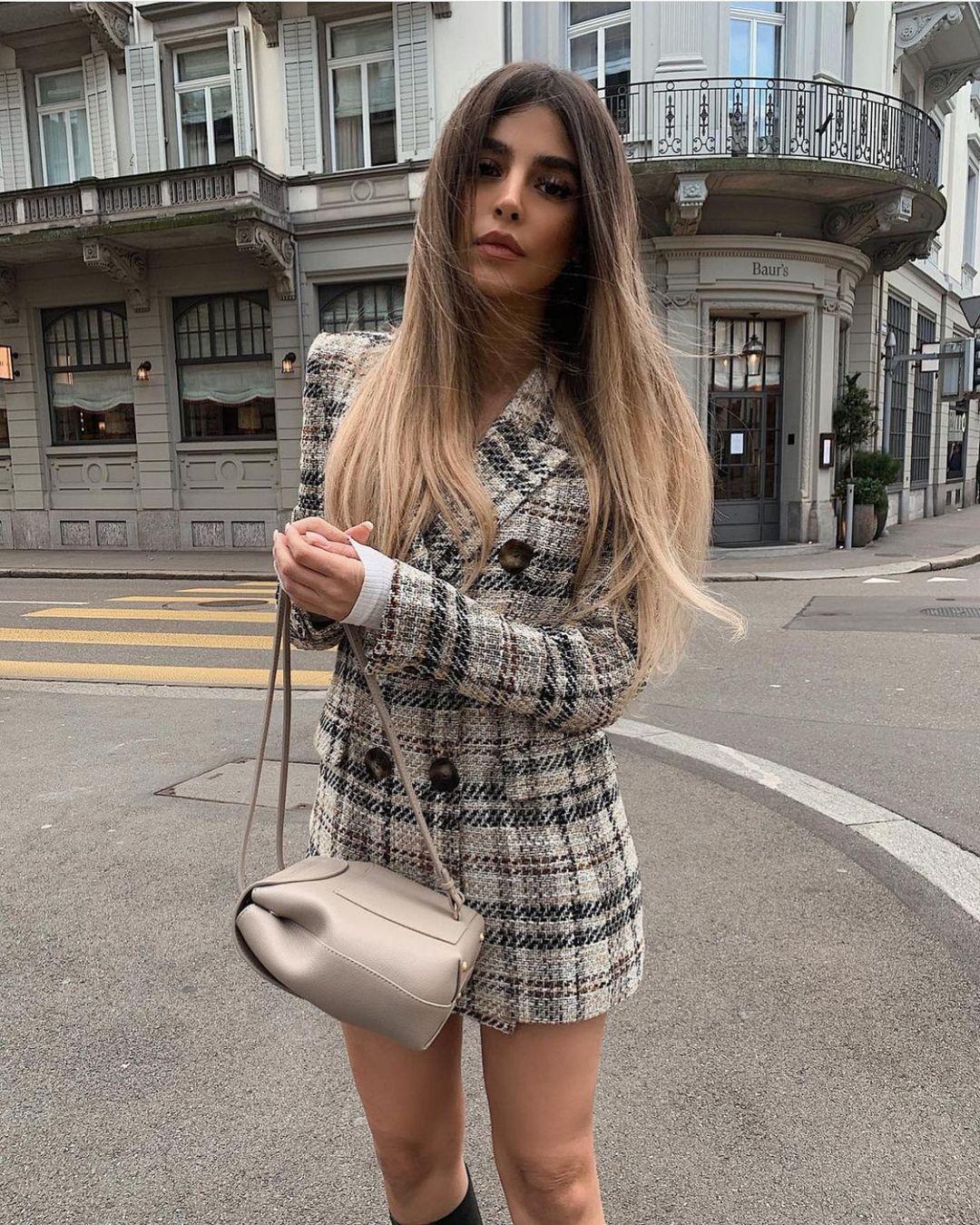 plaid structured blazer de Zara sur zarastreetstyle