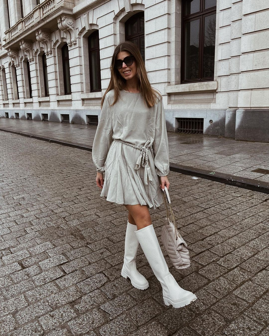 high and flat boots with track soles de Zara sur nooomsworld